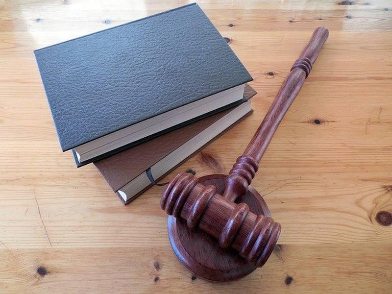 Prawne sposoby na pozbycie się z lokalu najemcy, który odmawia regulowania opłat