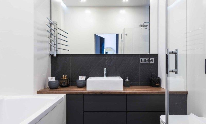Lustro łazienkowe na wymiar - dlaczego warto wybrać lustro na zamówienie?