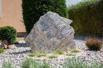 Jak układać korę kamienną w ogrodzie?